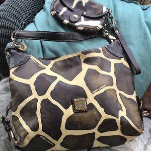 Awesome Dooney & Bourke leather shoulder bag